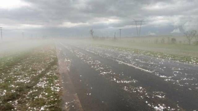 Крупный град в Аргентине серьезно повредил порядка 20 автомобилей (8 фото + видео)