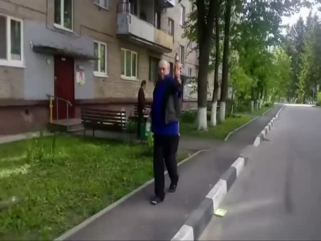 Драку российских гопников представили в виде заставки к сериалу «Друзья»