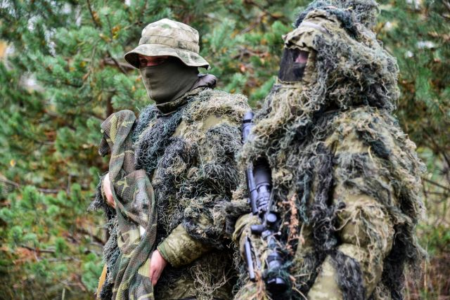 Учения российских и белорусских снайперов в Псковской области (8 фото)