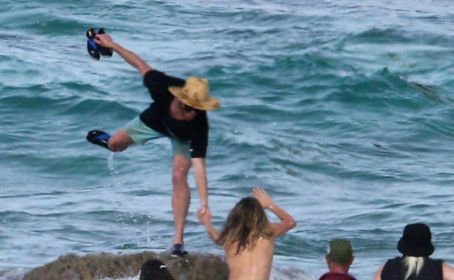 Кейт Аптон упала в воду во время откровенной фотосессии (4 фото)