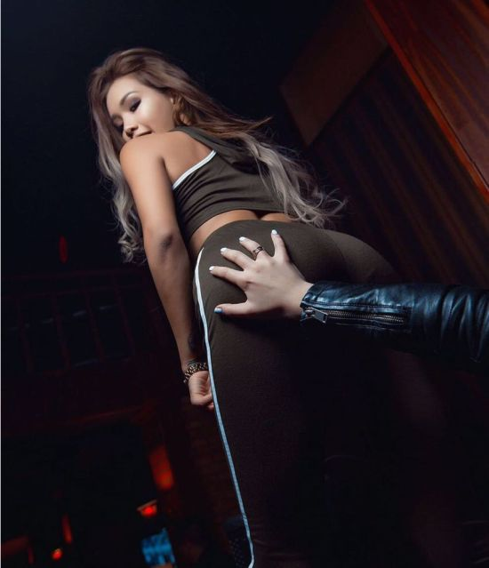 Айжан Байзакова - скандально известная модель из Казахстана (20 фото + видео)