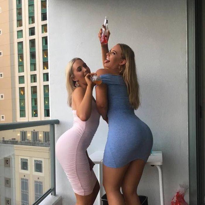 Девушки, которым очень идут платья (54 фото)