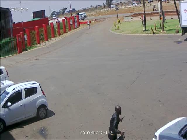 Битва грабителей и инкассаторов в ЮАР