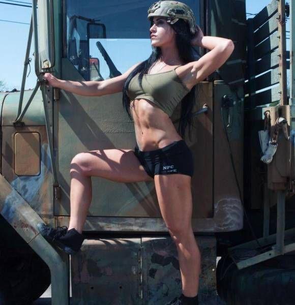 Алисия Македо - восхитительная военнослужащая армии США (15 фото)