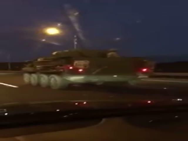 Калининградцы «приветствуют» колонну американских военнослужащих