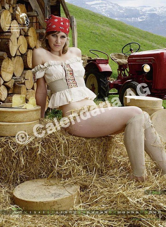 Швейцарские фермерши в календаре AlpenMilk & Cheese 2018 (13 фото)