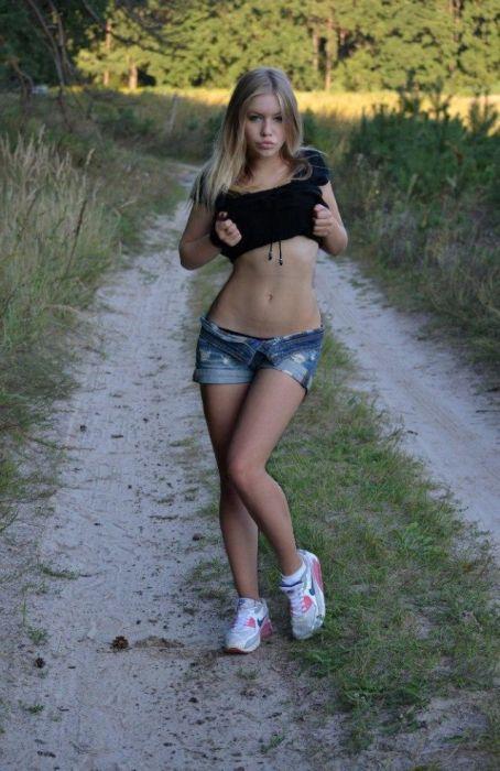 Девушки в шортиках (37 фото)