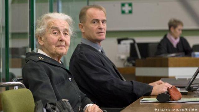 Суд Берлина отправил за решетку 88-летнюю пенсионерку, отрицавшую Холокост (2 фото)