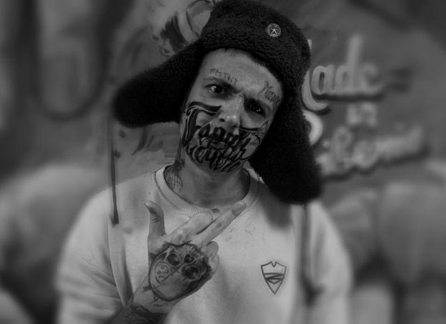 Красноярец набил на лице татуировку со словами «Терять нечего» (4 фото + видео)