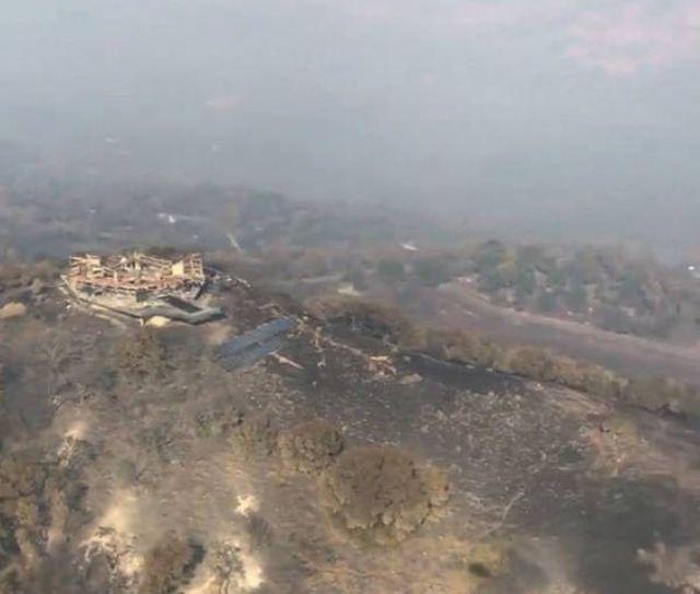 Пожар уничтожил знаменитый стеклянный особняк в Калифорнии (7 фото)