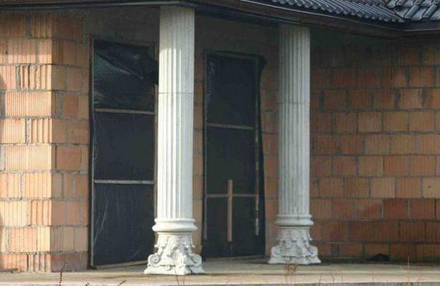 Когда решил сэкономить на бригаде строителей (2 фото)