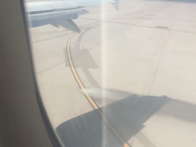 В аэропорту Антальи сняли самолет с вытекающим топливом