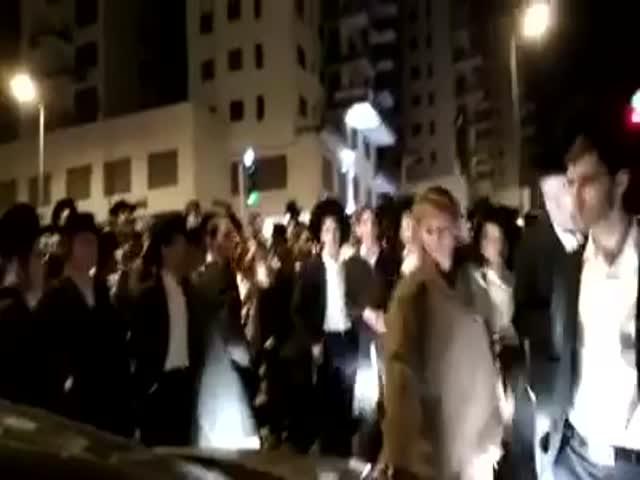 Военнослужащая израильской армии в одиночку разгоняла толпу ультраортодоксов