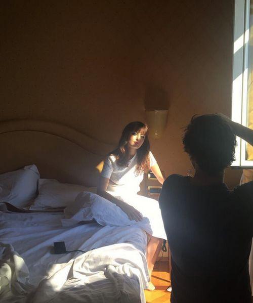 Брэд Питт закрутил роман с молодой актрисой Эллой Пернелл (12 фото)