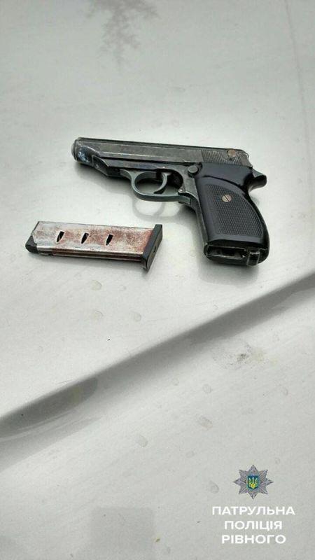 На Украине 9-летний мальчик управлял внедорожником, в котором нашли оружие и наркотики (5 фото)
