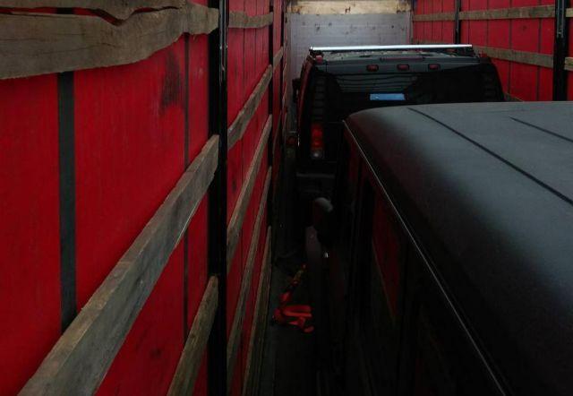 Белорусские таможенники изъяли бронированные внедорожники, которые пытались вывезти из страны (3 фото)