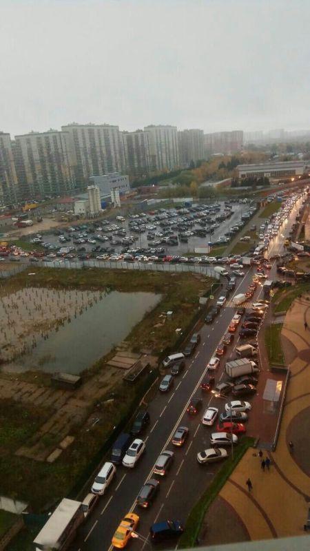 Жители Подмосковья тратят 50 минут, чтобы выехать из своего жилого комплекса (7 фото)