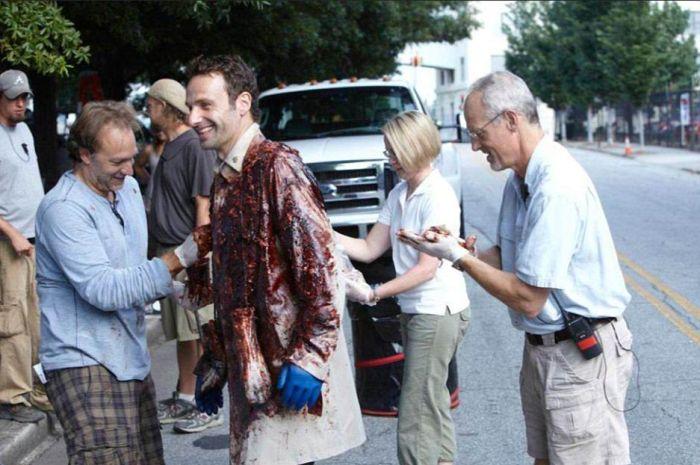 Фото, сделанные за кадром сериала «Ходячие мертвецы» (21 фото)