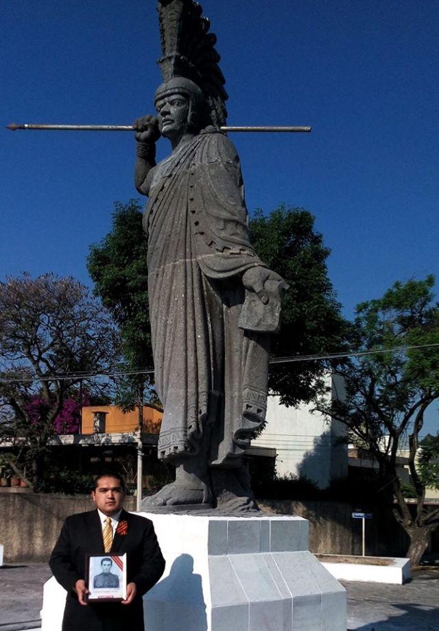 Мексиканец возвращает на Родину награды советских воинов (14 фото)