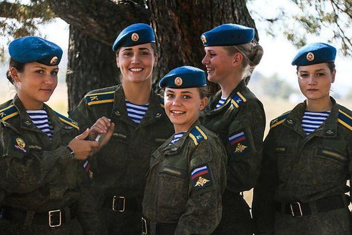 Очаровательные курсантки Рязанского высшего воздушно-десантного командного училища (12 фото)