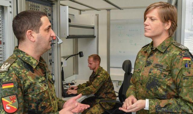 Женщина-трансгендер назначена командующим батальона немецкой армии (5 фото)