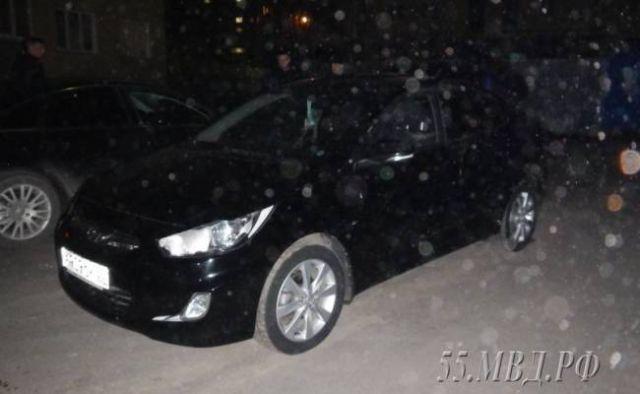 В Омске девушка пыталась угнать автомобиль, который сама продала (3 фото)
