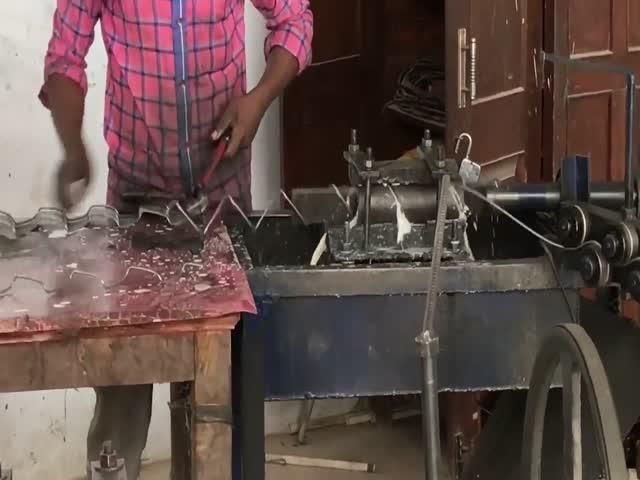 Индийский цех по производству проволочной сетки