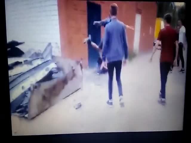В Воронежской области юные борцы за трезвость избивают выпивших мужчин