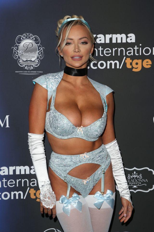 Модель Линдси Пелас на вечеринке журнала Maxim (8 фото)