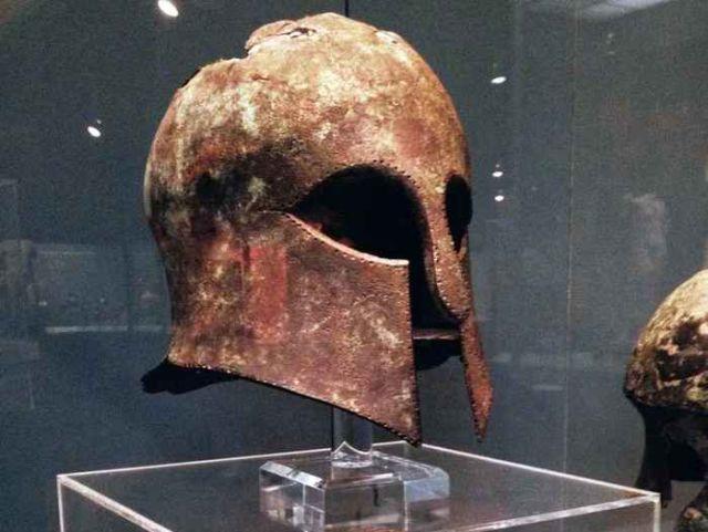 Останки воина-гоплита, павшего в бою, стали музейным экспонатом (4 фото)