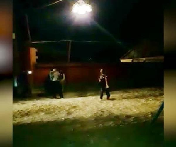 В дагестанском селе вместе уличного фонаря повесили люстру