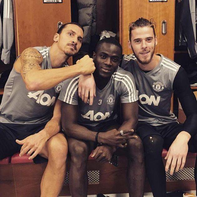 Мизинец игрока «Манчестер Юнайтед» Эрика Байи привлек внимание сети (2 фото)