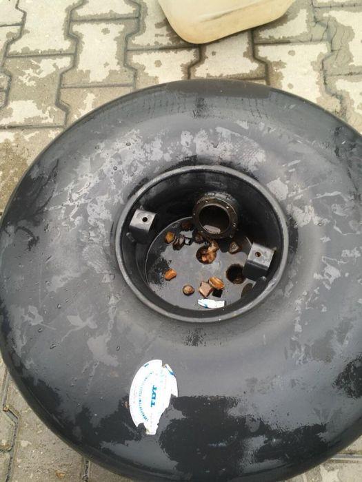 На польско-украинской границе изъяли 22 кг янтаря, спрятанных в газовом баллоне автомобиля (6 фото)