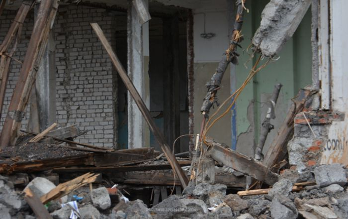 В Перми сносят незаконно построенные цыганское дома (5 фото + видео)