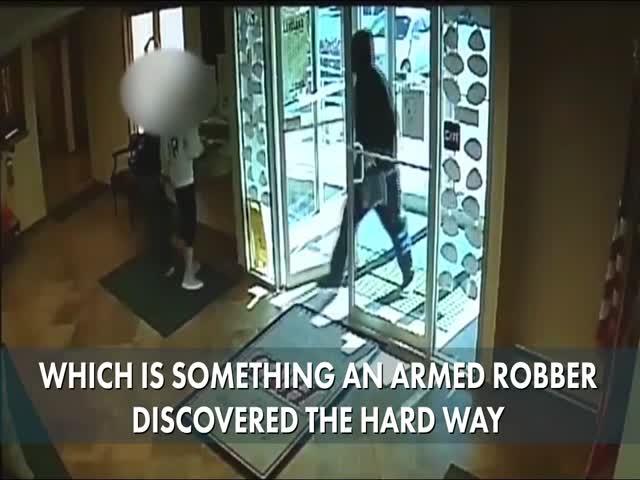 В США пенсионер голыми руками скрутил вооруженного грабителя