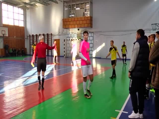 Украинский тренер избил судью на матче по мини-футболу