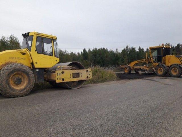 Под Екатеринбургом местным жителям пришлось самим оплатить ремонт дороги (4 фото)