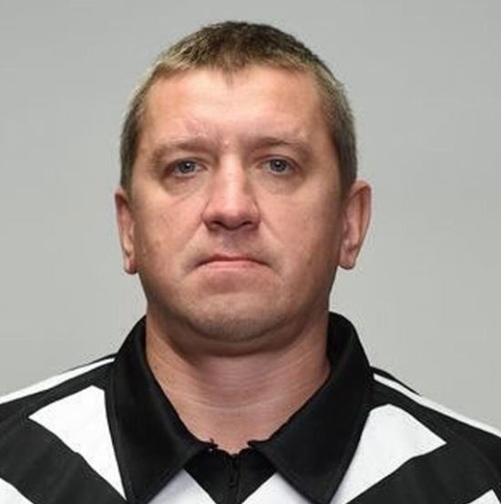 В «Шереметьево» в бессознательном состоянии обнаружен судья КХЛ Павел Комаров (3 фото)