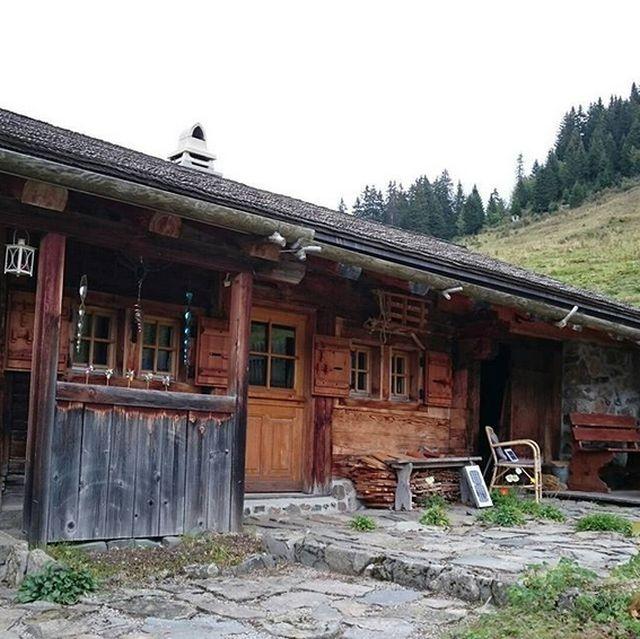 Тавеян - швейцарская деревня, в которой все осталось таким, каким было 100 лет назад (13 фото)