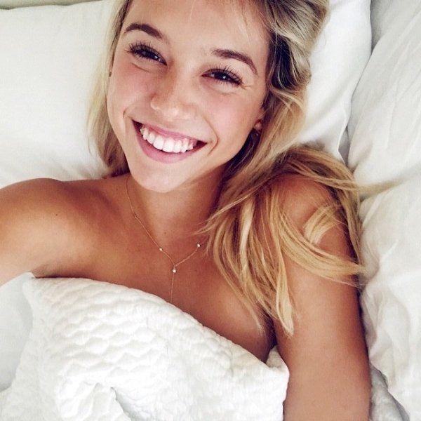 Девушки с очаровательными улыбками (35 фото)