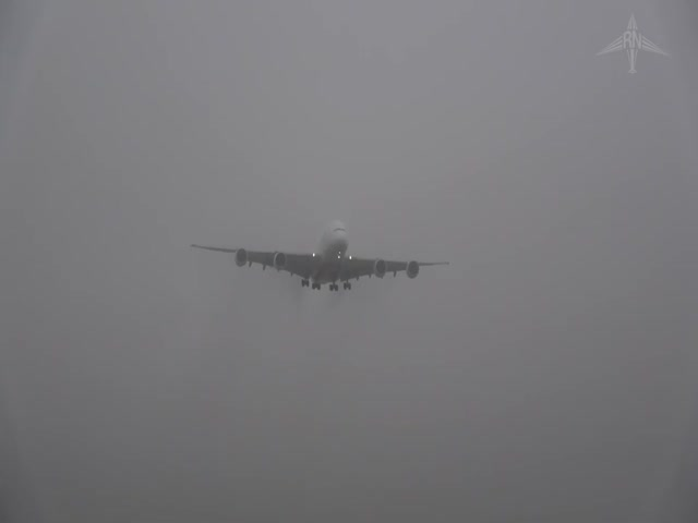 Посадка Airbus A380 в условиях густого тумана