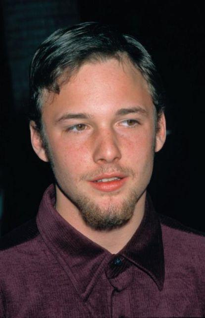 Известные актеры и музыканты, ушедшие из жизни еще совсем молодыми (46 фото)