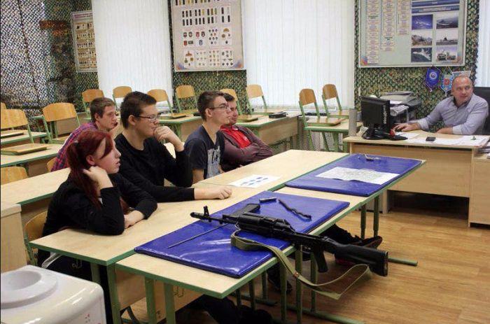 В московском колледже студент убил преподавателя и покончил с собой (5 фото)