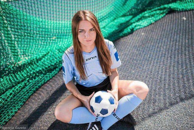 Каролина Божар - «самая красивая женщина в польском футболе» (15 фото)