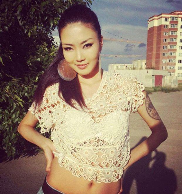 Прекрасные монгольские девушки (35 фото)