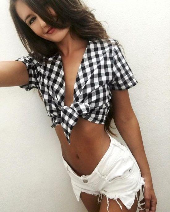 Девушки в рубашках (33 фото)