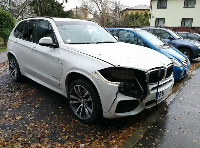 В Риге злоумышленники похитили фары BMW X5 с помощью паяльной лампы (2 фото)