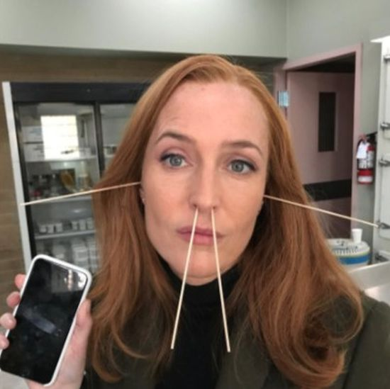 Джиллиан Андерсон на съемках «Секретных материалов» (2 фото)
