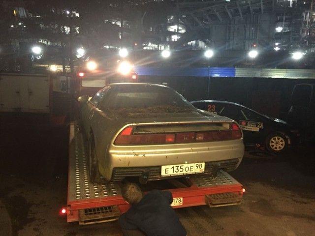 В лесополосе под Санкт-Петербургом найден брошенный спорткар Honda NSX (5 фото)