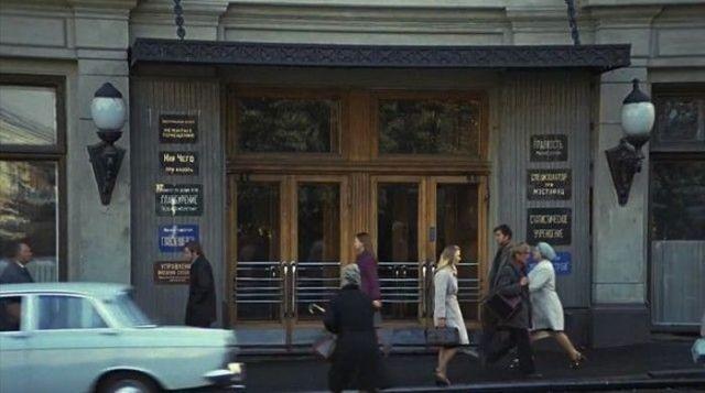 Места из популярных фильмов тогда и сейчас (24 фото)